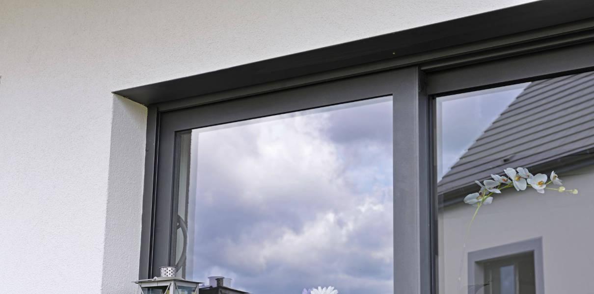 Quelles fenêtres pour une maison de style industriel ?